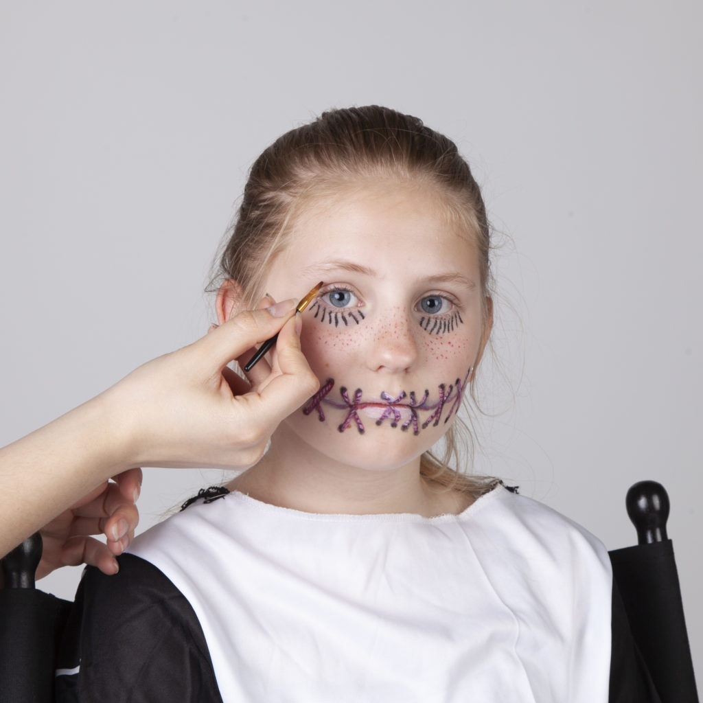 Halloween Schminken - Voodoo Mädchen - Schritt 6