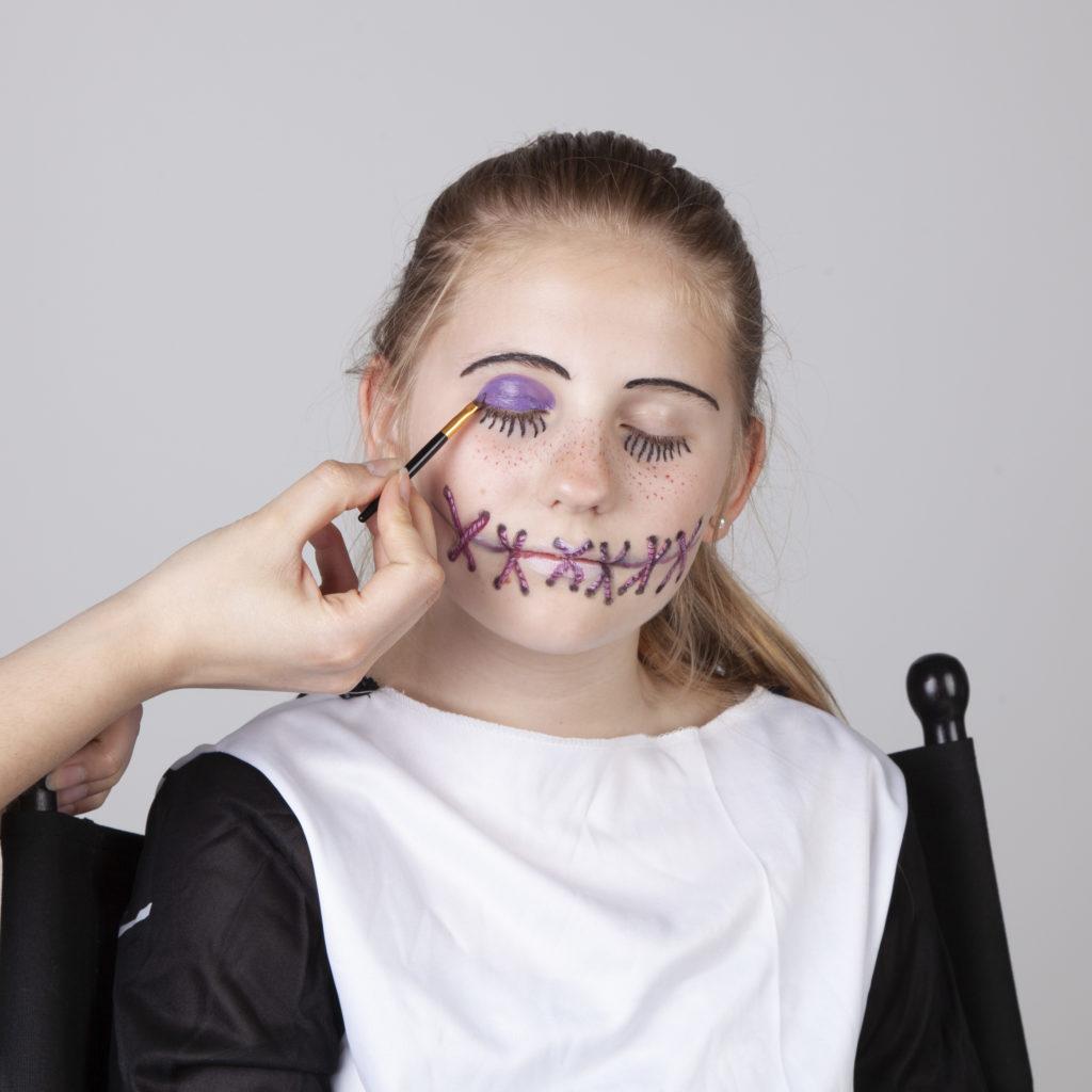 Halloween Schminken - Voodoo Mädchen - Schritt 8