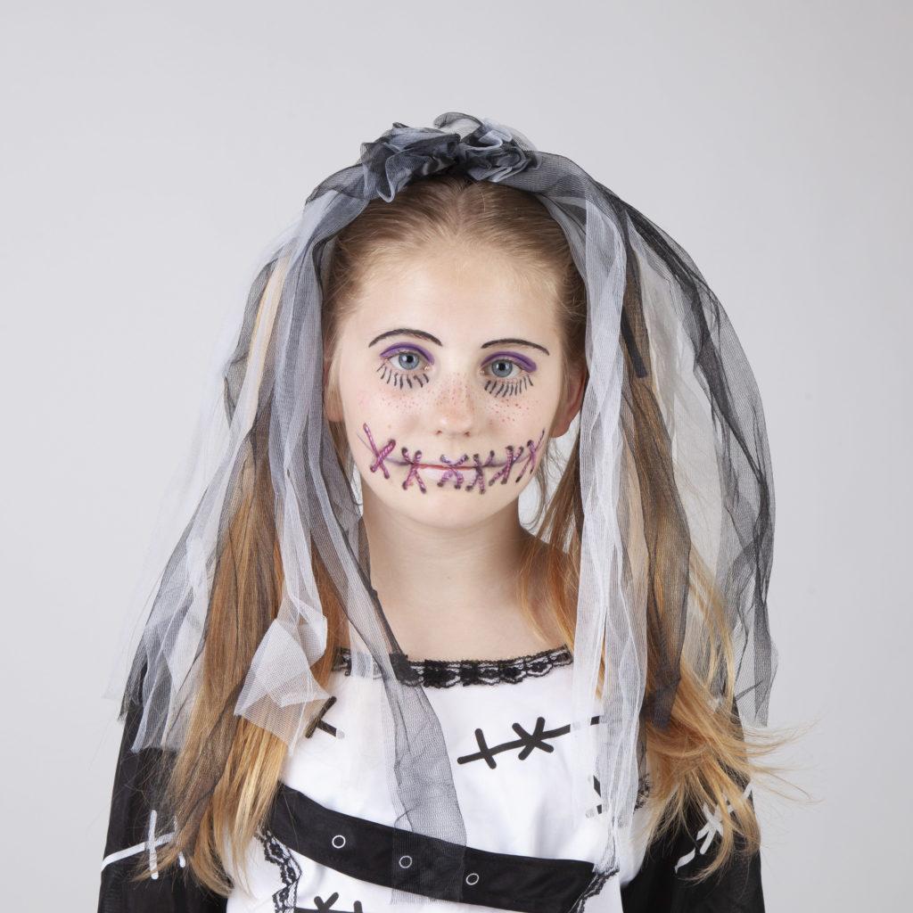 Halloween Schminken - Voodoo Mädchen - Schritt 10