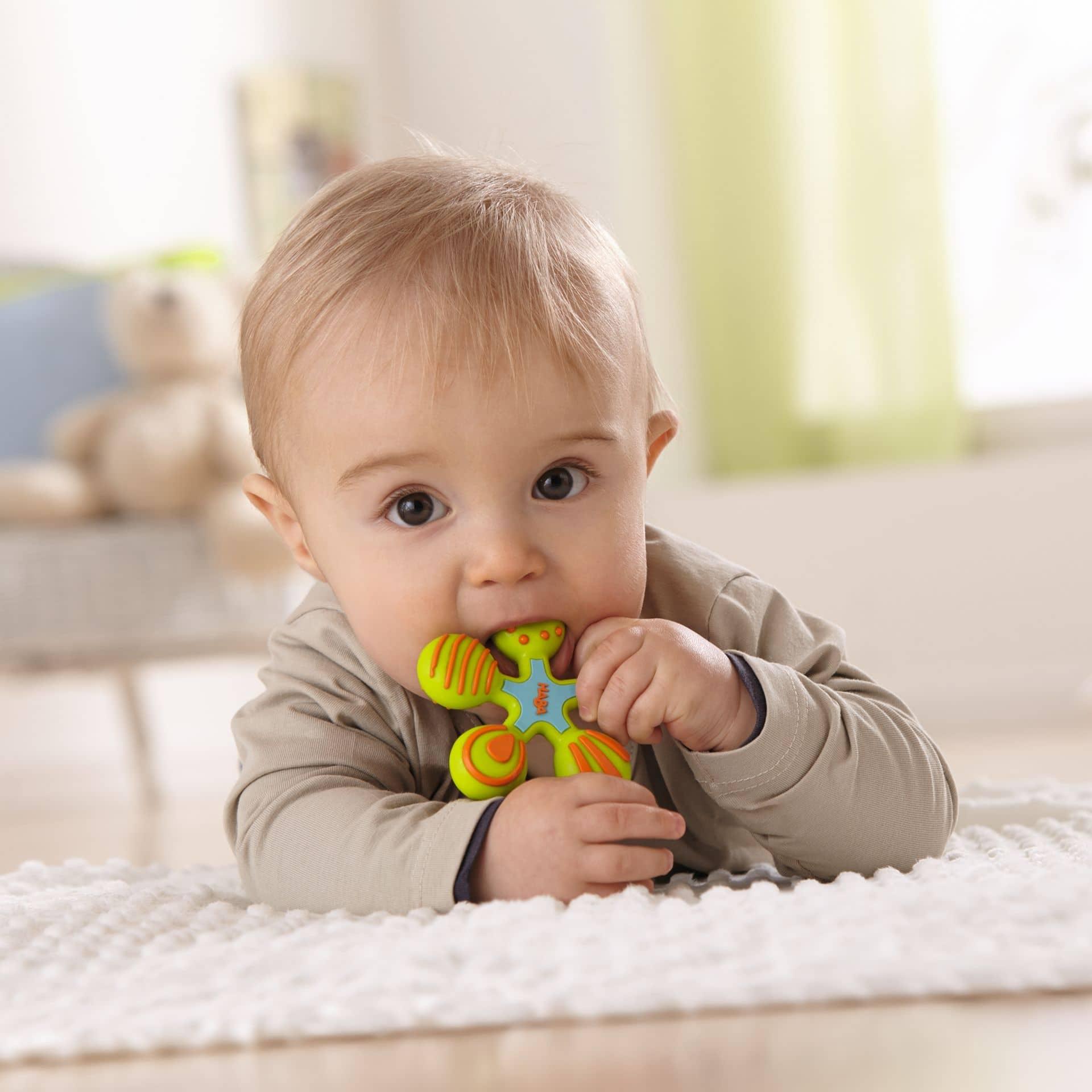 Baby mit Greifling von Haba