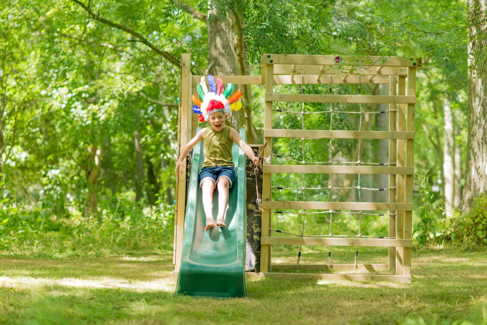 Klettergerüst bietet Kindern viele Spielmöglichkeiten